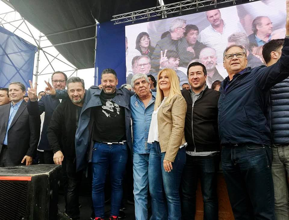 Gustavo Menéndez Verónica Magario Leo Nardini Hugo Moyano Fernando Grey Alberto Descalzo