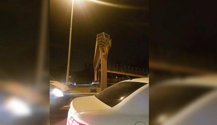 Ahora: Camión arrancó un puente