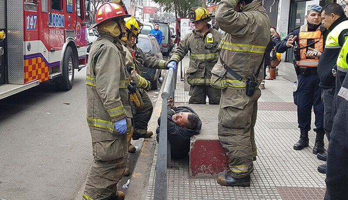 Bomberos y Defensa Civil: salvataje
