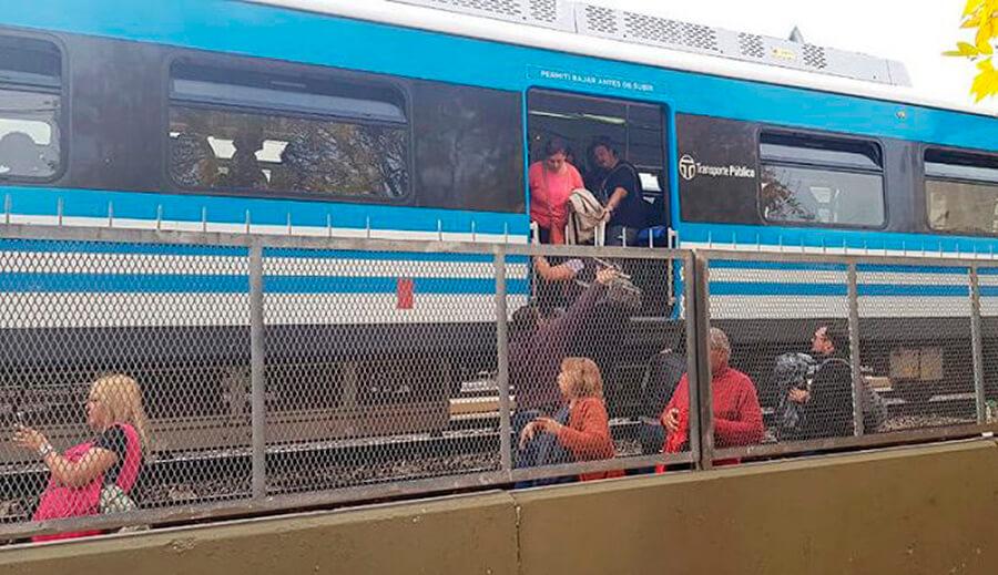 Ferrocarril Sarmiento - Suicidio en Ramos Mejía