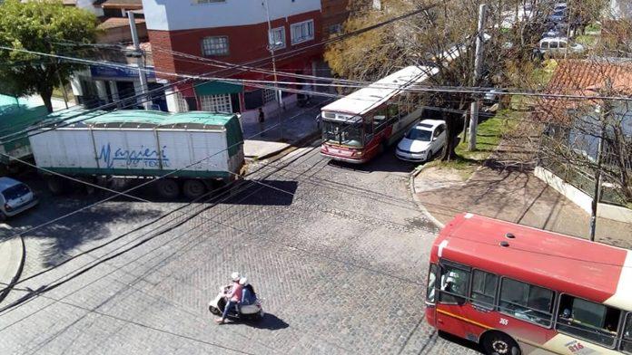 Morón Caos Vehicular por Camión