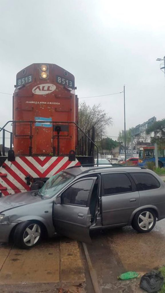 Tren Sarmiento: Dos accidentes