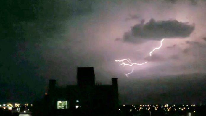 Morón: Tormenta eléctrica