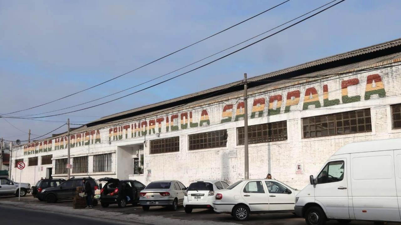 Ghi y Español recorrieron mercado de frutas en Morón (Video)