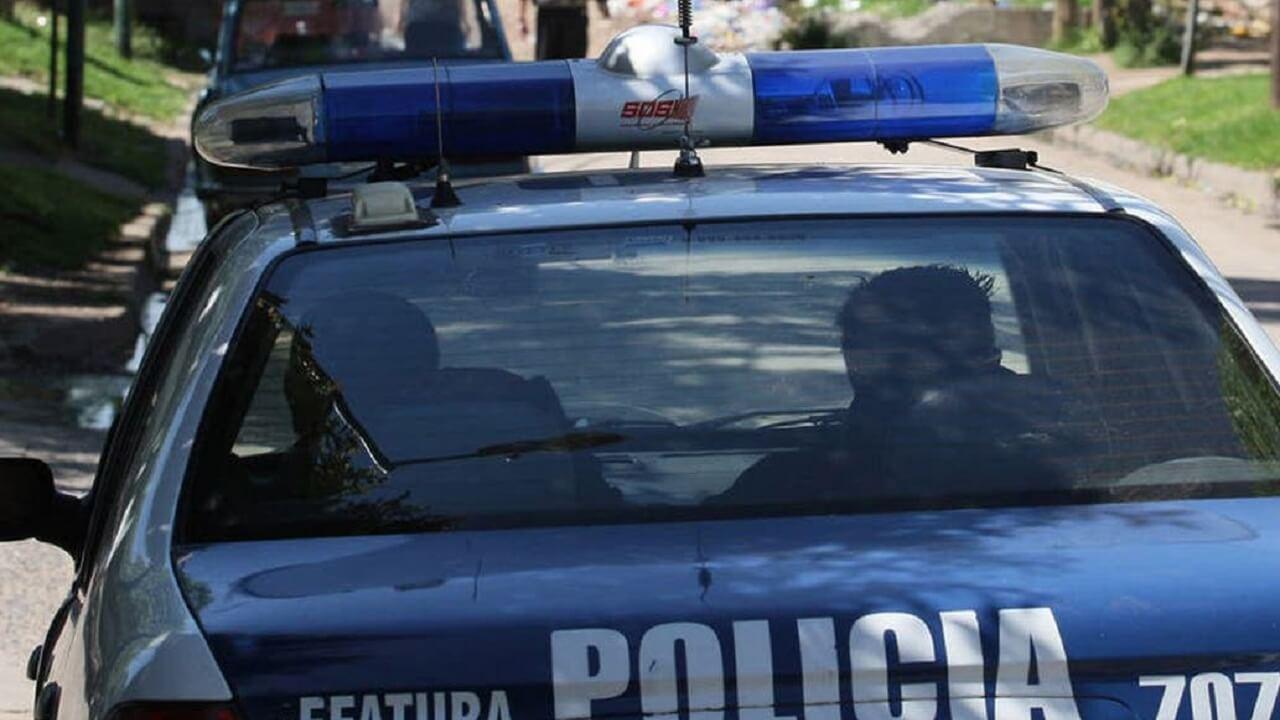 Policía detenida en