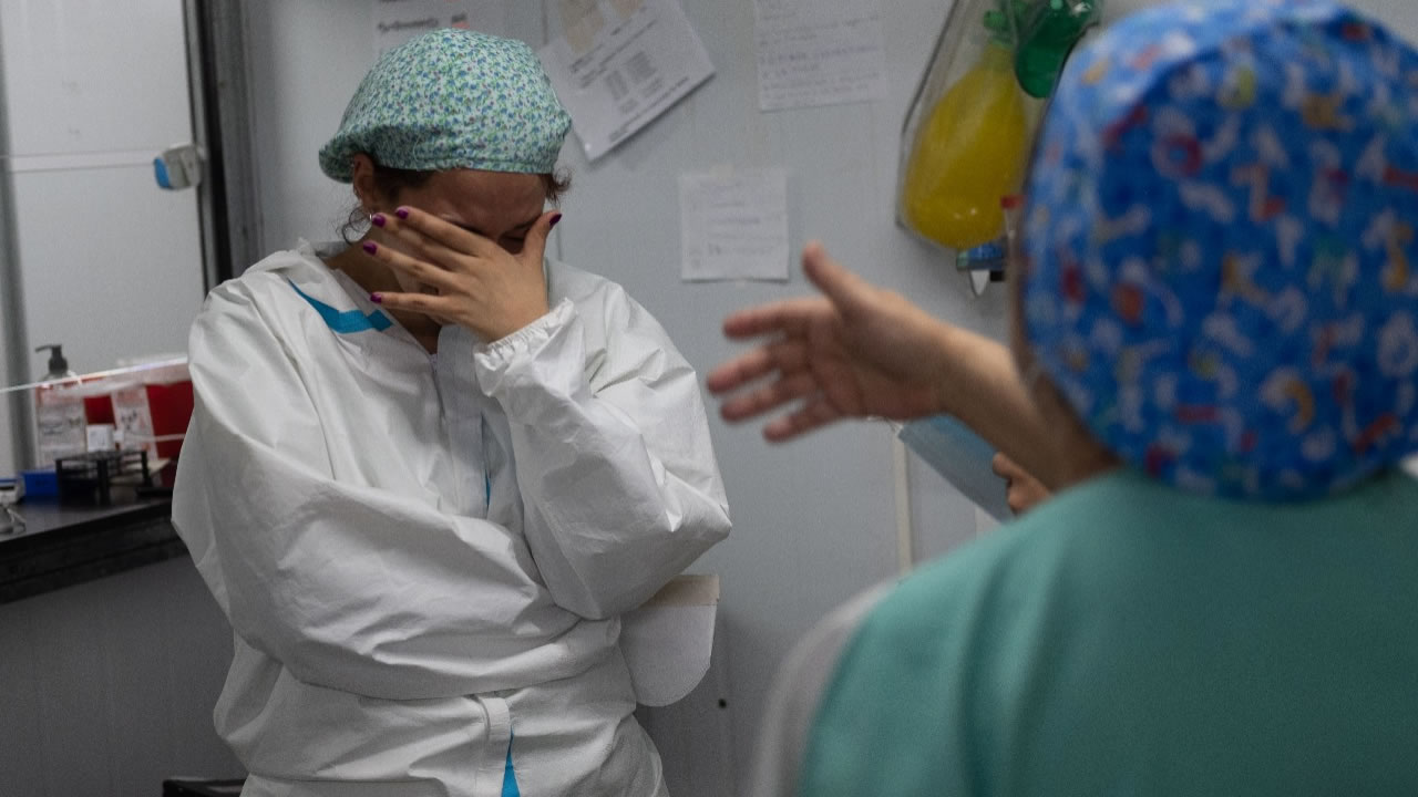Bares de Capital llenos de gente en el momento de mayor contagio. Mientras los médicos y profesionale de la salud no aguantan más.