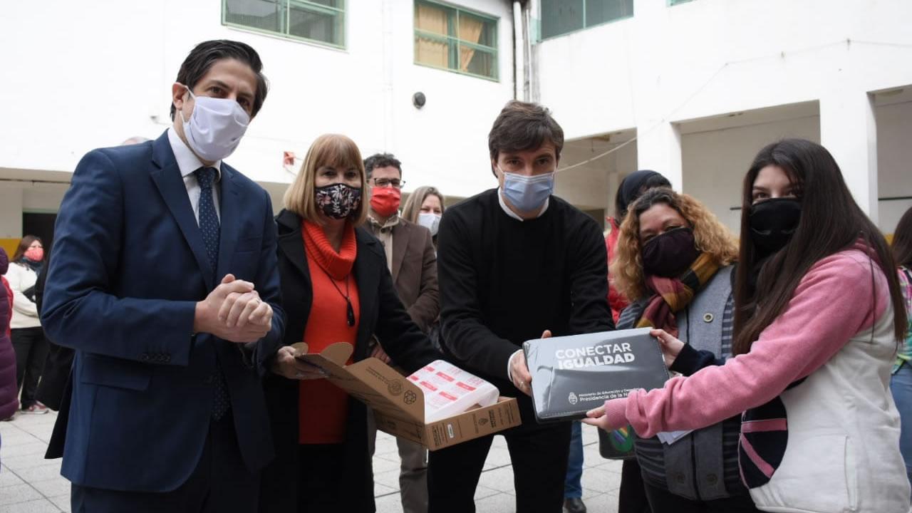 Conectar Igualdad Morón: Ghi y Trotta entregaron netbooks
