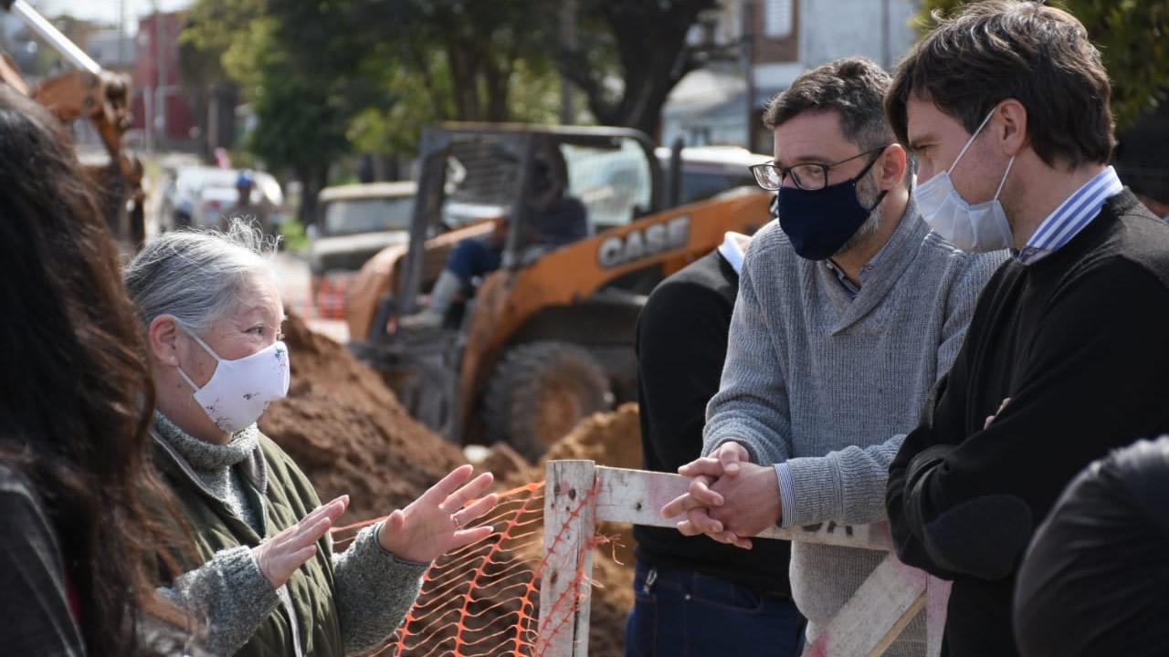 Morón: Lucas Ghi recorrió la obra del plan cloacal en Morón sur