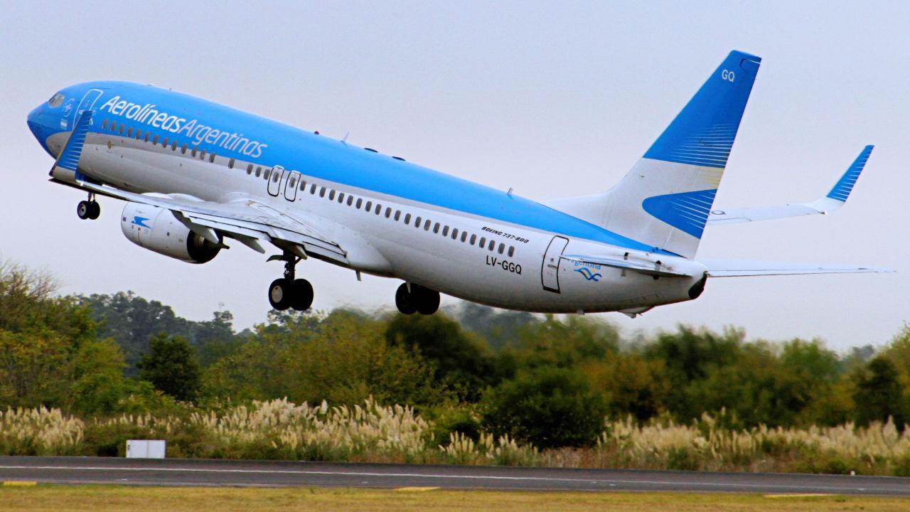Aerolíneas JetSmart y Flybondi presentan oferta de vuelos