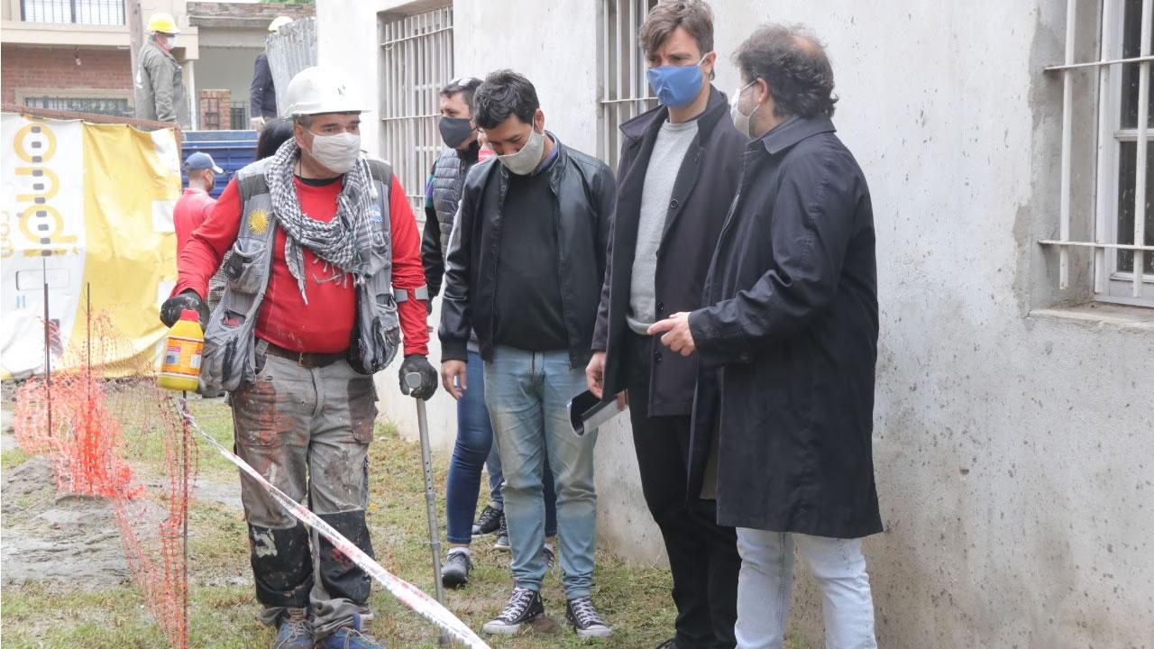 """Lucas Ghi recorrió avances de vivienda en Morón Sur. Lo hizo junto a la cooperativa """"La Primera del Gallo"""" en el marco del programa federal """"Techo Digno"""" en las calles Ozanam y Paraná."""