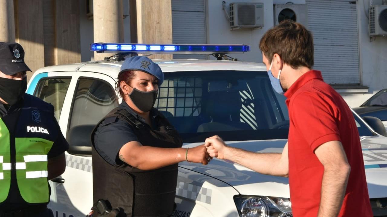 En Morón el gobierno entregó 5 patrulleros a la policía bonaerense