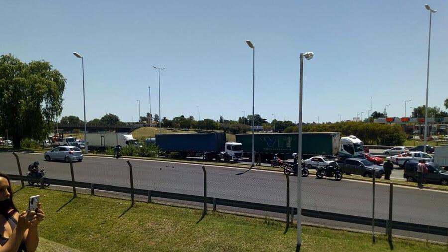 Ahora Ituzaingó: Protesta sobre la Autopista del Oeste