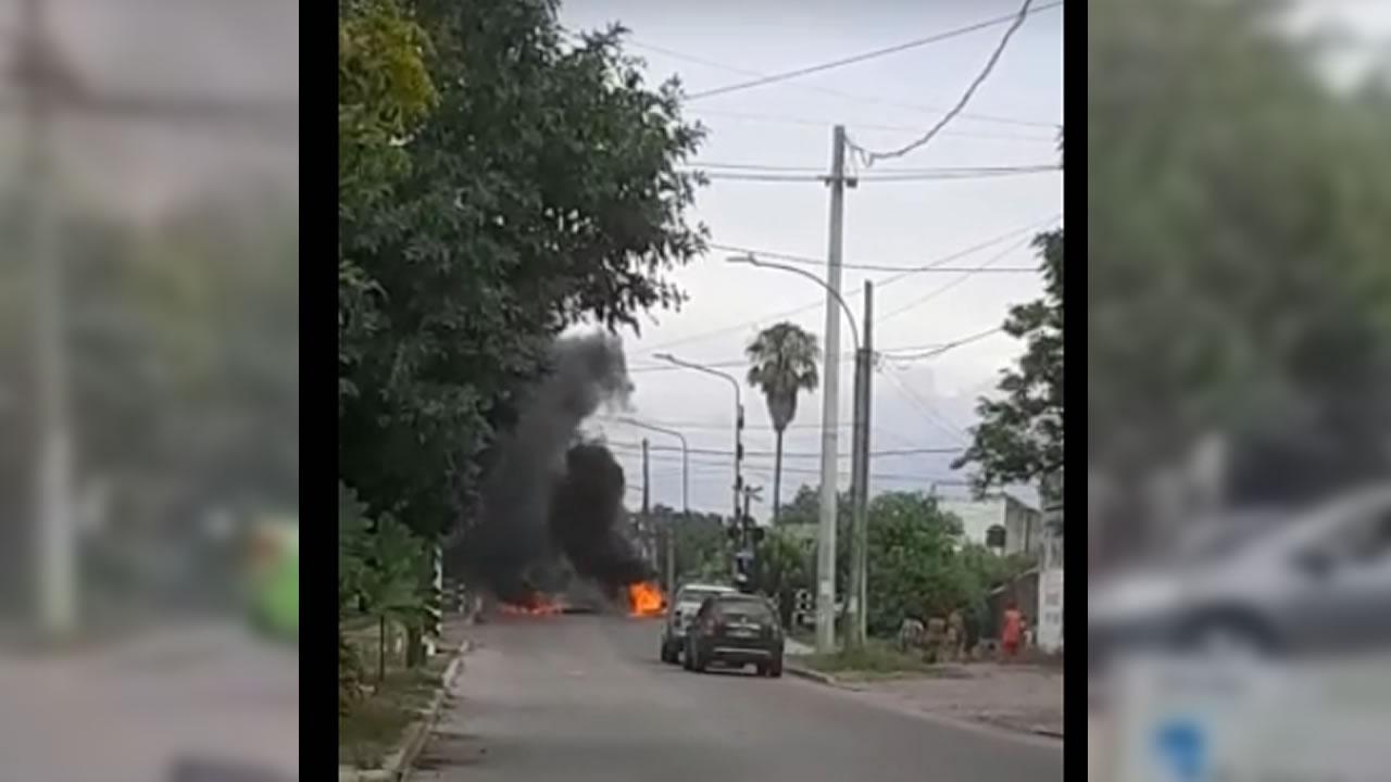 Hurlingham ahora: incendian por reclamo en las vías del tren
