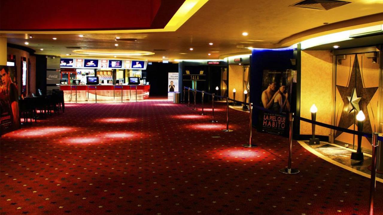 Los cines Village tienen una deuda de $1300 millones de dólares