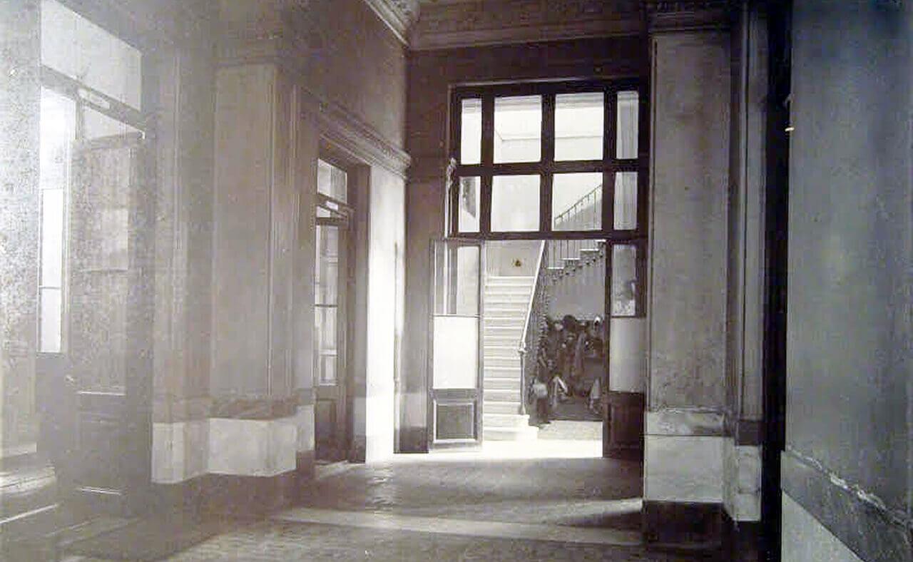 """Escuela Superior de Educación Artística en Danza """"Aida V. Mastrazzi""""."""