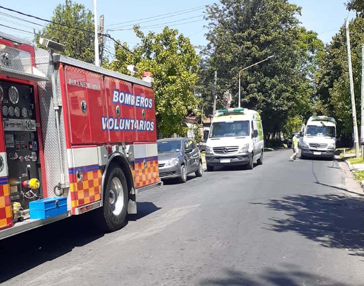 De inmediato llegaron móviles de Defensa Civil, SAME, Bomberos Voluntarios, Tránsito y la Policía.