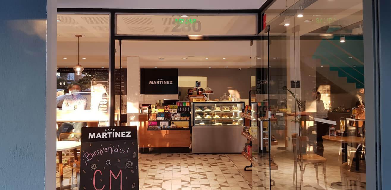 Reabrió el Café Martínez de Morón aunque con gente en el salón