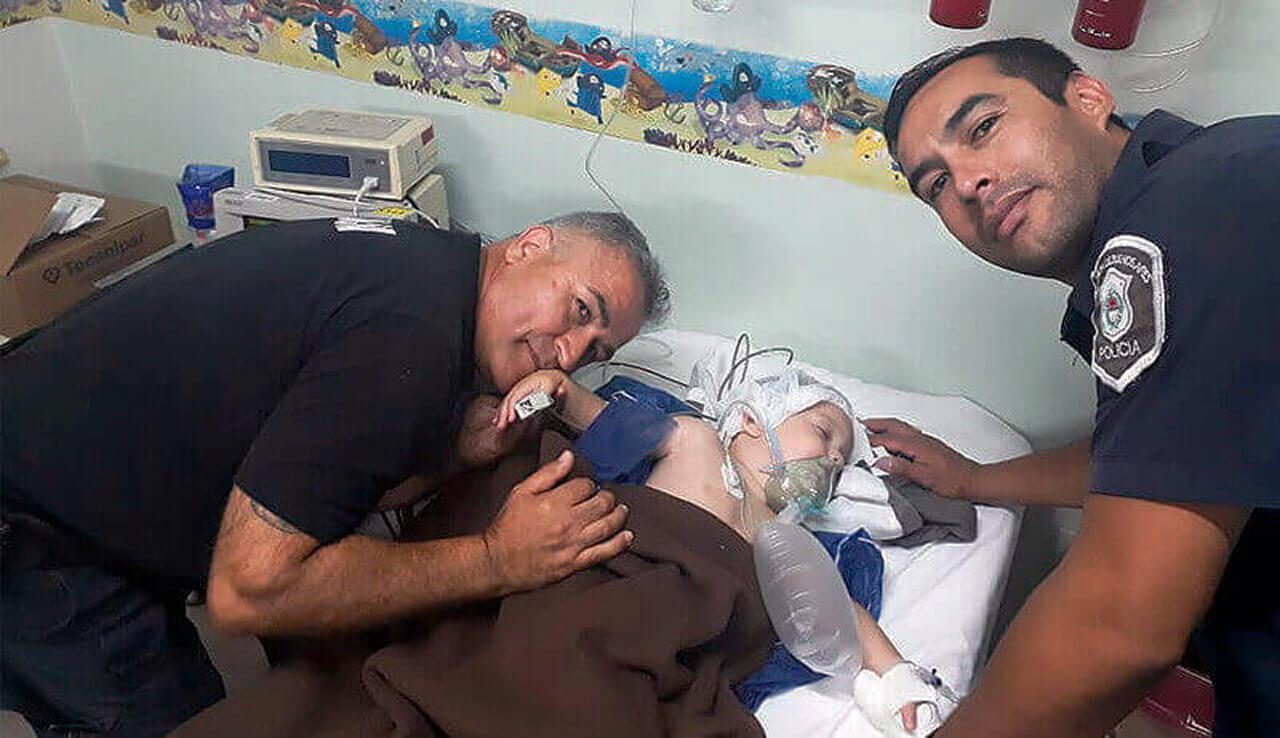 Dos Policías del Comando de Patrulla Morón le salvaron la vida a una bebé de 1 año