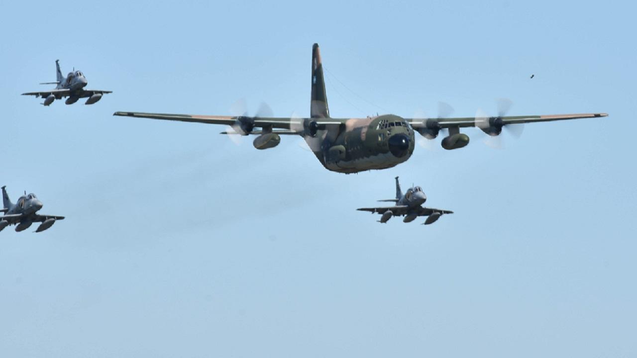 Desfile de aviones