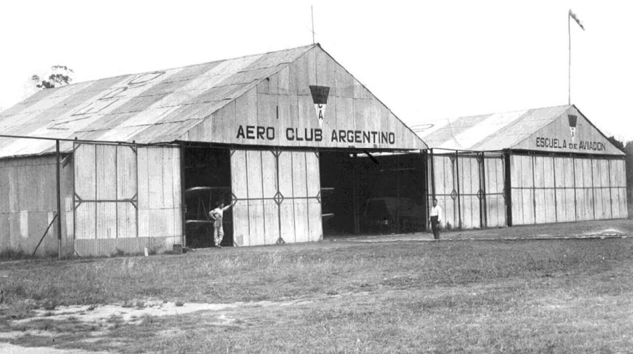 Hangares del Aero Club Argentino en el aeropuerto Presidente Rivadavia (Morón)