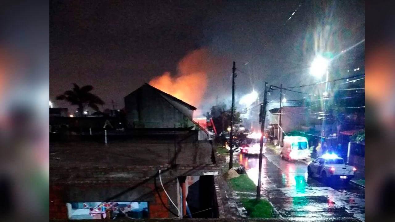 Una familia de Morón perdió su casa por un incendio y piden donaciones