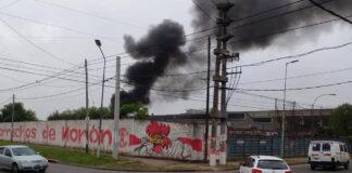 Ahora se incendia La Franco Americana y hay auto evacuados
